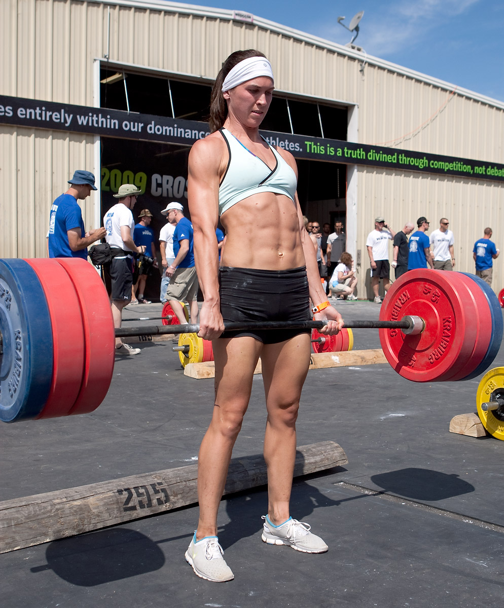 Anything but averages 2010 crossfit games lindsey smith deadlifts 295lbs at the 09 games falaconquin